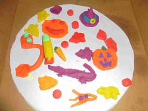 halloween playdough pizza 04